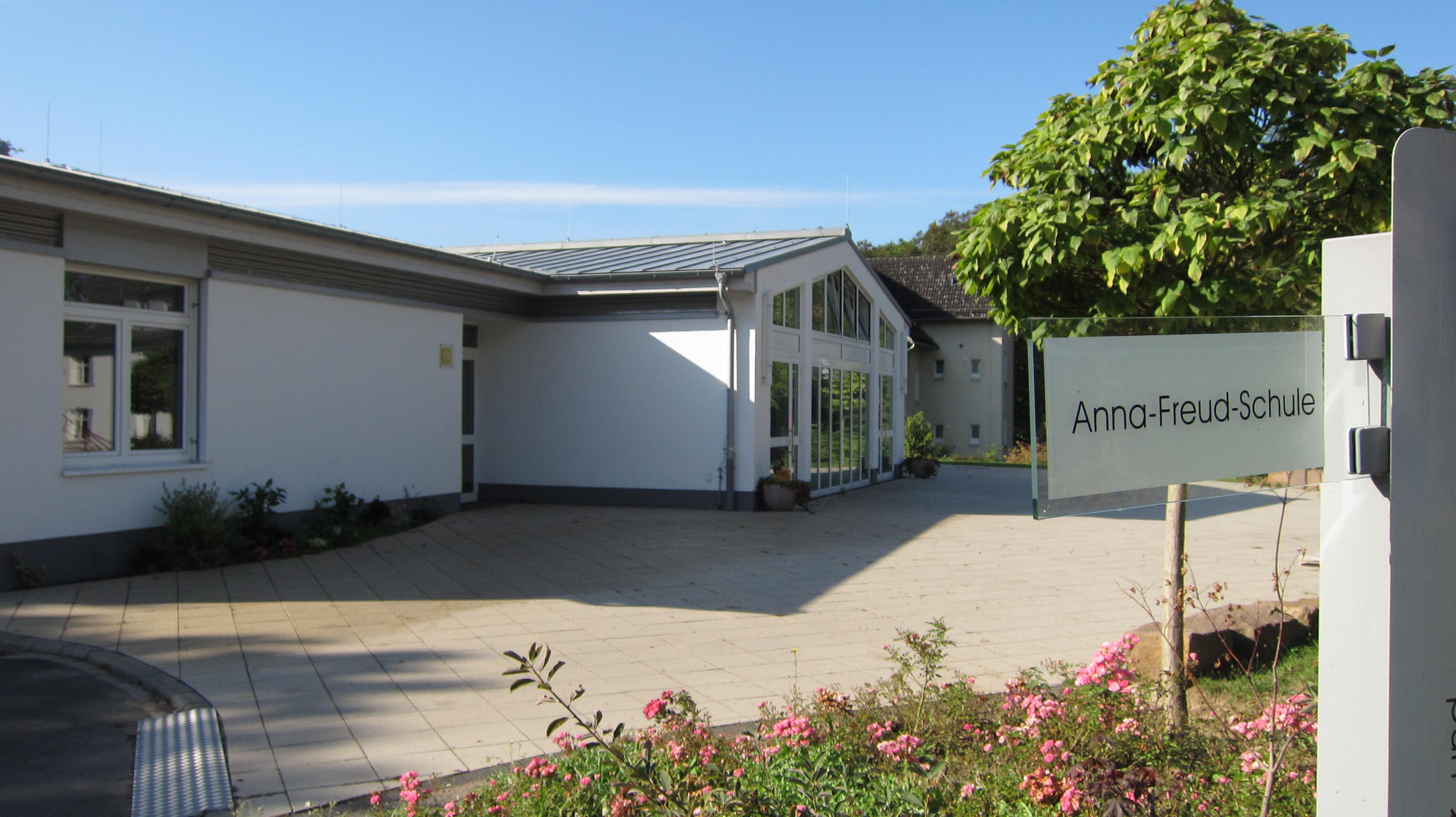 Blick auf den Neubau der Anna-Freud-Schule